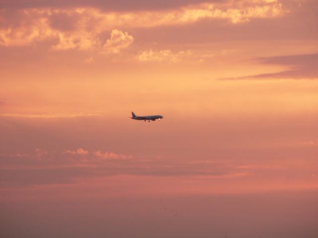 lietadlo pri západe slnka.jpg