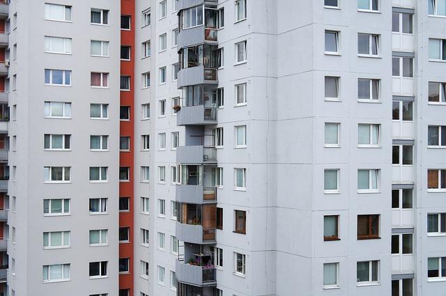 panelák, bývanie, balkón.jpg