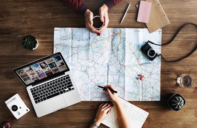 plánovanie dovolenky s mapou