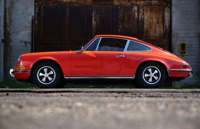 retro červené auto